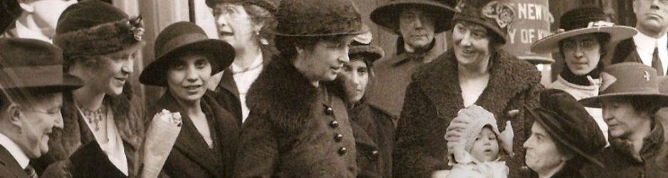 Οι ακτιβίστριες Margaret Sanger και Ethyl Byrne έξω από το δικαστήριο (Νέα Υόρκη, 1917)